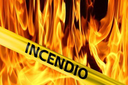 Ayer lunes casi se arden dos residencias privadas recién construidas en Oyala