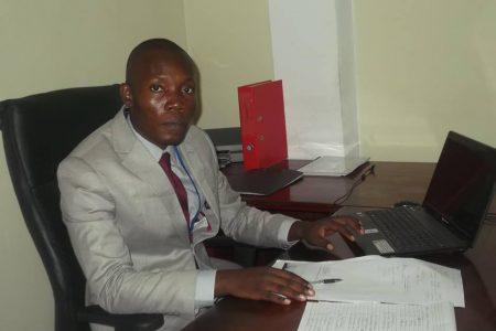 APGE destituye a Carmelo Mba Bakale y nombran a Remigio Esono Enzema