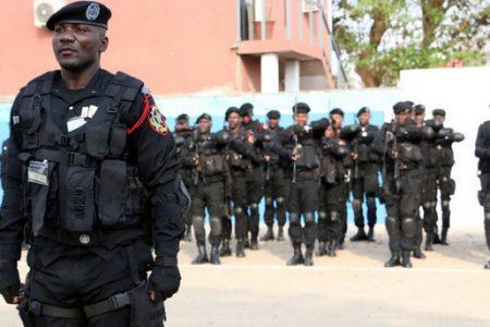 """""""Está madrugada me han exigido el DIP y revisan mi coche la policía angoleña"""""""