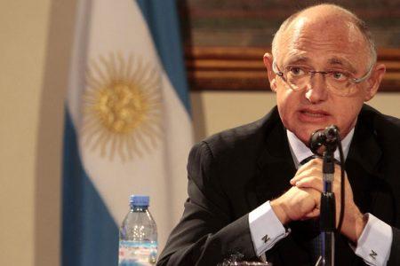 El canciller Héctor Timerman asiste en la marcha de parís sin el consentimiento de Kirchner
