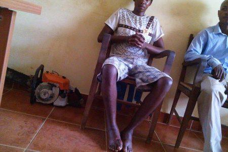 La policía tortura y arrancan  las uñas con alicate a un joven en Añisok (Guinea Ecuatorial)