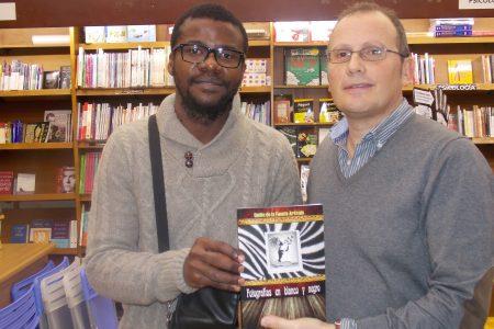 """""""Fotografías en Blanco y Negro"""" una novela de intriga sobre Guinea Ecuatorial"""