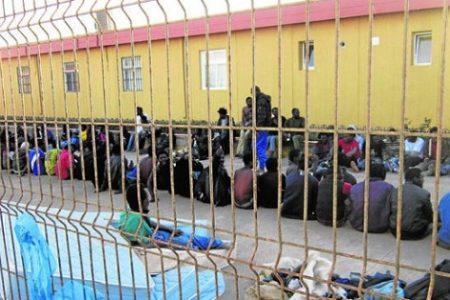 Guineanos internados en el Centro de Estancia Temporal de Inmigrantes animan al Nzalang