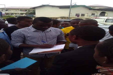 Los representantes de estudiantes acuden a la reunión sin tener nada concretado.