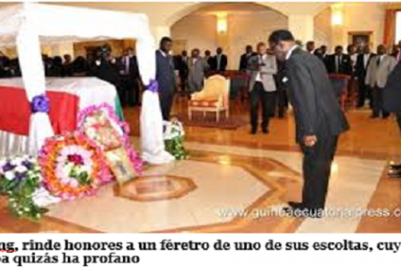 Obiang y su escolta profanan tumbas en el cementerio del poblado de Nkoak-Ngom