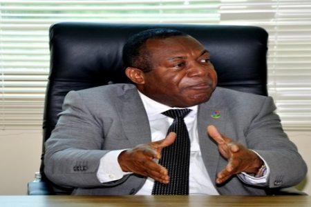300 empleados podrían convocar una huelga contra el Ministro Heriberto Meco Mbengono