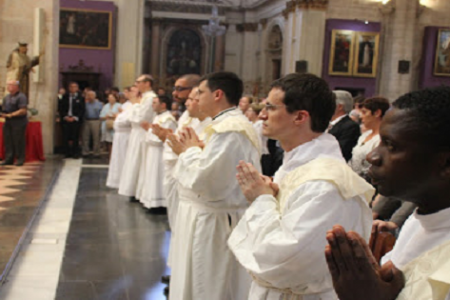 Celestino Aló Mba ordenado sacerdote en la Catedral de Santa Maria de Valencia