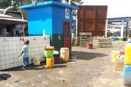 El Presidente del PDGE de Santa Maria 3 se apropia de una instalación de un tanque Cisterna para su familia