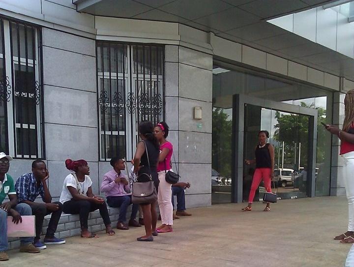 Concentración de los agentes censales en frente del Ministerio de Economía