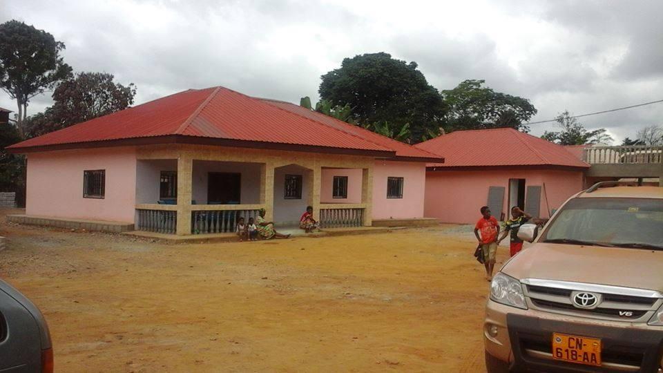 Aquítienen las primeras casas.Increíblelas locuras de Obiang.