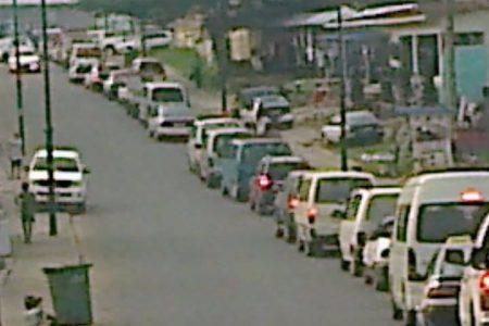 Los controles militares paralizan la circulación de vehículos en Bata