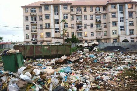 El barrio New Billy convertido en el vertedero de Malabo espera la campaña electoral del PDGE