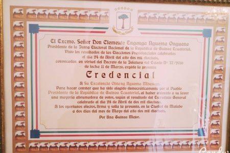 La credencial que Clemente entregará a Obiang el 28 de abril como ganador del fraude