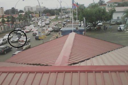 El régimen despliega un vehículo militar en la puerta de la UNGE por temor a una revuelta