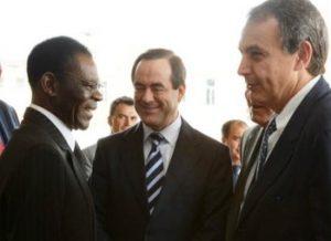 El ex Ministro de Defensa Socialista Jose Bono aterriza en Guinea con material de AGEM
