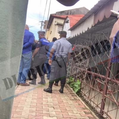 Militares armados interrumpen la rueda de prensa de la Oposición en el Restaurante 4 Ases